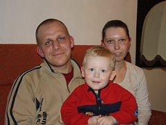 Štěstí v neštěstí měli manželé Jan a Sandra Růžičkovi z Kaplice a jejich dvouletý syn Honzík. Na konci ledna totiž doslova zázrakem přežili srážku s nákladním vlakem ve Včelné.