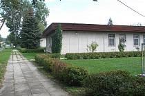 Dva pavilony v areálu MŠ Železničářská v Českých Budějovicích jsou pronajaté. Jeden už potřetí navrhla k prodeji rada města, ale zastupitelstvo to odmítlo.