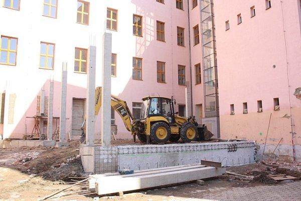 Stavba jídelny vZŠ J.Š. Baara