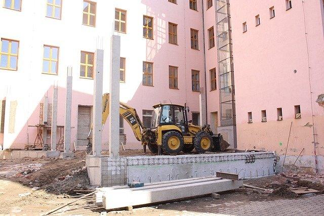 Stavba jídelny v ZŠ J.Š. Baara
