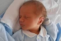 Tříletý Tomášek už doma v Českých Budějovicích netrpělivě vyhlíží příjezd brášky Richarda Brozmana. Ten se narodil v budějovické porodnici s váhou 3,16 kilogramu v pondělí 26. srpna 2013 ve 12 hodin a 47 minut.
