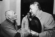 Bohumil Hrabal na snímku s Philippem Noiretem a Jiřím Menzelem.