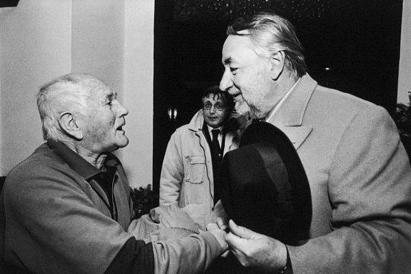 Bohumil Hrabal na snímku sPhilippem Noiretem a Jiřím Menzelem.