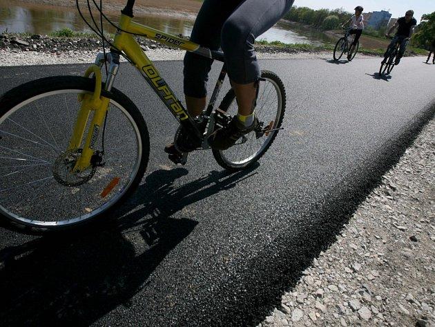 Na cyklostezku mezi Českým Vrbným a Českými Budějovicemi už se znovu mohou vydat cyklisté i další uživatelé.