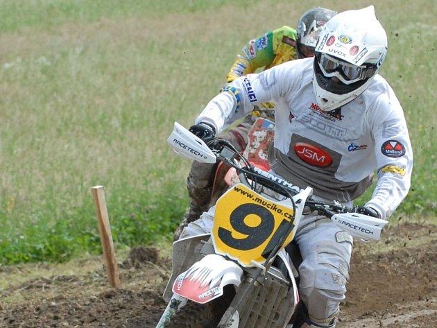 David Čadek už se na enduro plně adaptoval. V neděli se vrátí k motokrosu na závodě MR ve Stříbře.