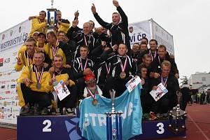 Zakončení hasičského mistrovství. Stupně vítězů v kategorii profesionálů.