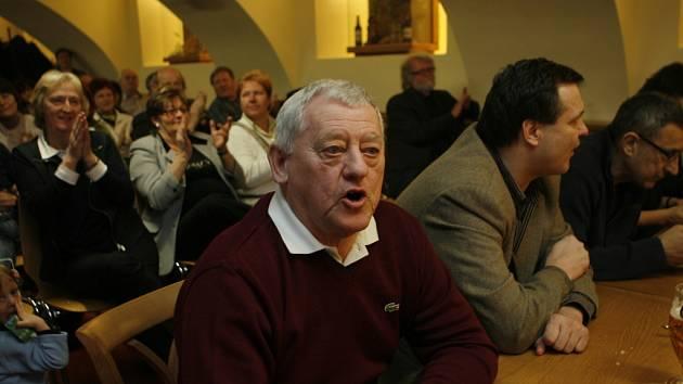 Zleva Jozef Golonka, Dárius Rusnák, který coby kapitán dotáhl před dvaceti lety v Praze Československo k titulu mistrů světa a Jaroslav Pouzar.