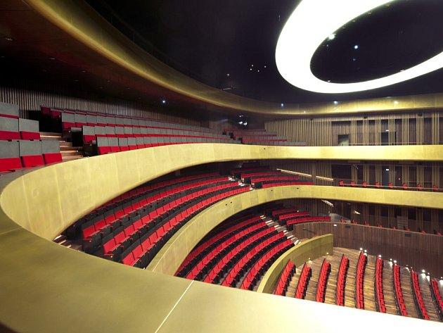 V Linci otevřeli 12. dubna Hudební divadlo, stavba stála 4,6 miliardy korun.