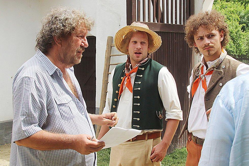 Čertoviny točil Zdeněk Troška v obci Vlhlavy na českobudějovicku. Naposledy na jihu natáčel pohádku Zakleté pírko. Točil na Helfenburku či u Křemže.