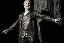 """Ondřej Volejník z činohry Jihočeského divadla získal dvě Jihočeské Thálie za svůj výkon v titulní roli Macbetha (na snímku), kterou ztvárnil před otáčivým hledištěm v Českém Krumlově. """"Shakespeare má postavy vymakaný, takže se dobře hrajou,"""" říká."""