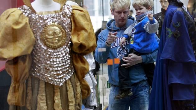 Výstava originálních pohádkových kostýmů v 2. patře  IGY Centra v Českých Budějovicích. Expozice nabízí celkem 20 originálních kostýmů z nejznámějších českých hraných televizních pohádek. K vidění je například legendární myší kožíšek Princezny se zlatou h