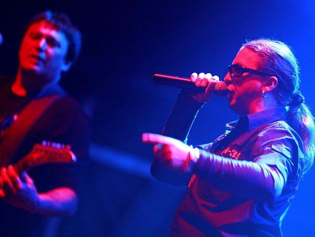 Skupina Tlustá Berta z Jindřichova Hradce má nové album s názvem Agent Smůla 07. Na snímku zpěvák Michal Chramosta