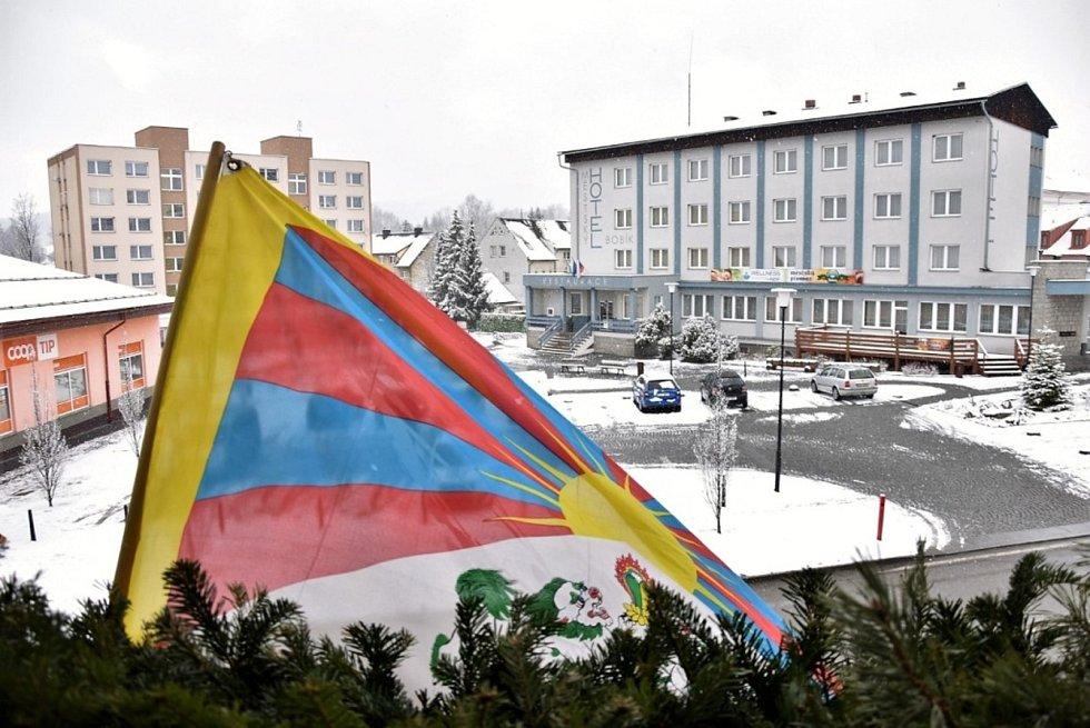 Vlajky pro Tibet zavlály i v jižních Čechách. Volary. Foto: Jaroslav Pulkrábek