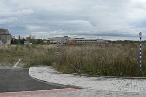U českobudějovické Branišovské ulice (v pozadí areál Jihočeské univerzity) se chystá stavět několik investorů. Společnost Ruhl Immo CZ už má na svých pozemcích připravené i inženýrské sítě.