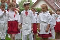 Jednou ze zastávek komise byla ve Svatém Janu nad Malší zdejší základní a mateřská škola. Místní děti si pro porotce připravily několik písniček i říkanek.
