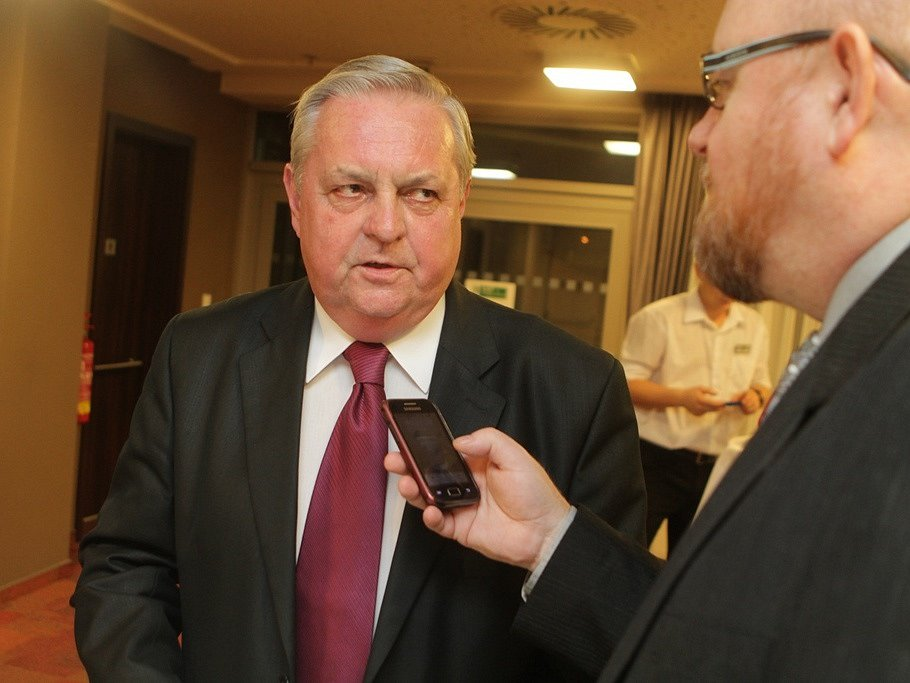 Státní tajemník Ministerstva průmyslu a obchodu Robert Szurman odpovídal na otázky redaktora Deníku.