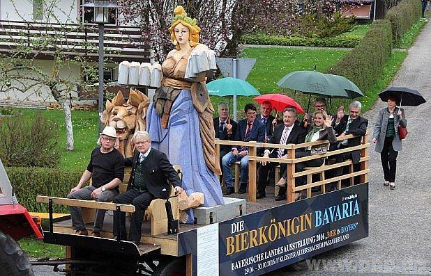 Královna Bavaria na projížďce.
