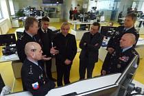Vedoucí integrovaného operačního střediska jihočeské policie v Budějovicích Richard Völfl provedl na pracovišti trojici zástupců českobudějovického biskupství.