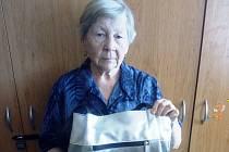 Eliška Rubanová darovala kabelku, kterou má již tři roky, do Kabelkového veletrhu Deníku.