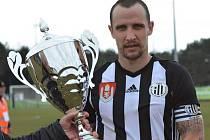 Fotbalisté Dynama završili vítězné tažení Medulina Cupem v Chorvatsku i ve finále a po výhře s Mostarem 2:0 převzal kapitán týmu Jiří Kladrubský pohár pro vítěze turnaje.