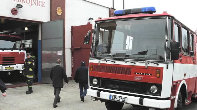 """Sbor dobrovolných hasičů (SDH) z Kostelce u Hluboké nad Vltavou mají od úterý novou """"hračku""""."""