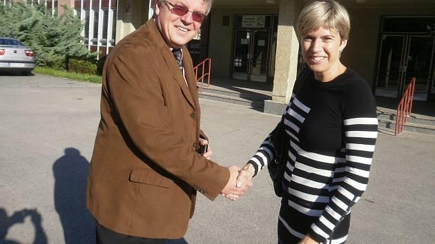 Bývalý ředitel Gymnázia olympijských nadějí Jiří Krauskopf. Na snímku s kateřinou Neumannovou.