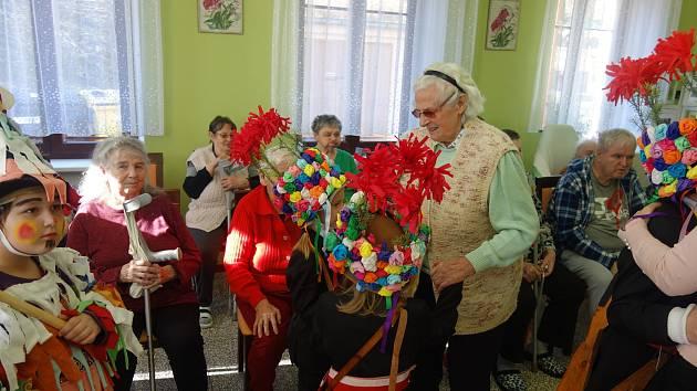 Dětská koleda se ve středu uskutečnila v Domově pro seniory v Horní Stropnici.