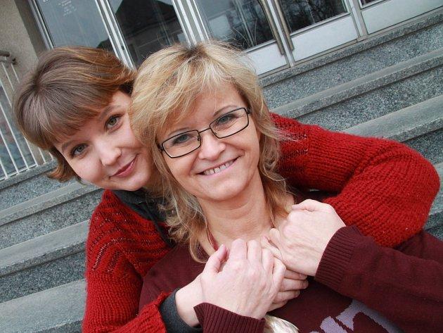 Pavlína Jíšová (na snímku s dcerou Adélou) pokřtí dnes, 3. dubna, novou desku v českobudějovickém Café klubu Slavie.
