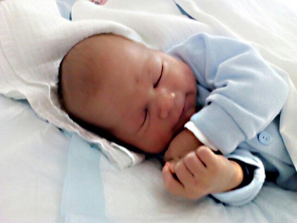 Jakub Kuchař, Jindřichův Hradec.Narodil se 3. dubna mamince Evě Kuchařovéa tatínkovi Davidu Kuchařovi. Vážil 3740 gramů a měřil 50 cm.