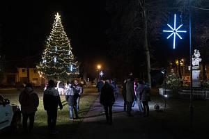Rozsvícení vánočního stromku na Lišovském náměstí.