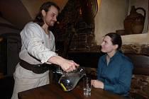 Džbán vody v restauraci Panský šenk zdarma dostanete. Ke každému jídlu vám ji nabídne David Hrachovec.