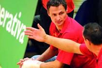 Ostravský Přemysl Kubala působí v extralize jako hrající asistent trenéra Ostravy. V pondělí se ale už za stavu 4:2 zranil, a proto při utkání s Jihostrojem působil pouze v roli nehrajícího asistenta.