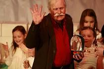 """""""Adolf Born byl úžasně noblesní, slušný a měl báječný humor,"""" vzpomíná galeristka Marie Hanušová. Výtvarník, který zemřel v neděli 22. května ve věku 85 let na snímku z roku 2013 na třeboňském festivalu Anifilm, kde dostal cenu za celoživotní dílo."""