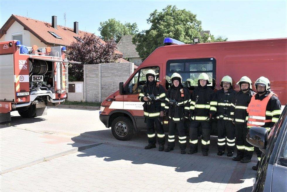 Borovanští hasiči v akci. Věnují se i pořádání letního tábora nebo soutěží.