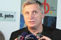 Ivan Drbohlav v zajetí novinářů.