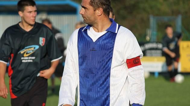 Kapitán Hrdějovic B Votruba a jeho tým museli překousnout porážku v derby s Nemanicemi.