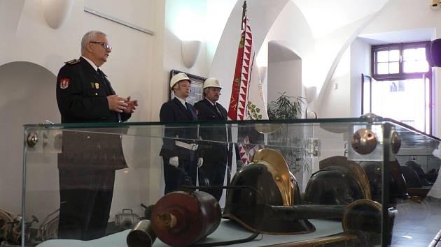 Výstava ke 140. výročí založení SDH ČB. Úvodní slovo pronesl velitel SDH ČB Jan Poul.