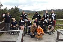 Součástí soustředění handicapovaných florbalistů byla i vycházka na Jezerní slať