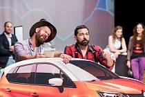 Jihočeské divadlo zahájí novou sezonu, první premiérou bude hudební crazy komedie Příležitost dělá zloděje. Snímek ze zkoušky.