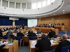 Zastupitelé Jihočeského kraje schválili podání podnětu na státní zastupitelství kvůli pokutě 150 milionů korun.