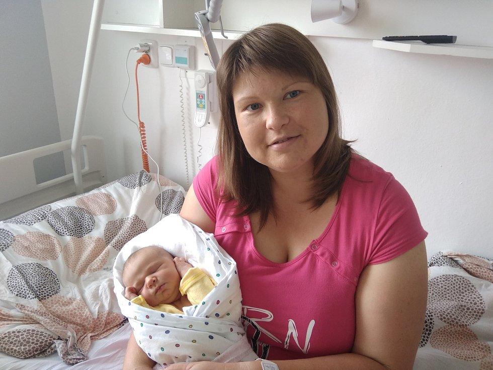 Tereza Kotrbová z Milevska. Dcera Ivany a Michala Kotrbových se narodila 24.6.2021 v 23.48 hodin. Při narození vážila 3470 g a měřila 51cm.Doma se na ni těšila sestra Kristýnka (3).
