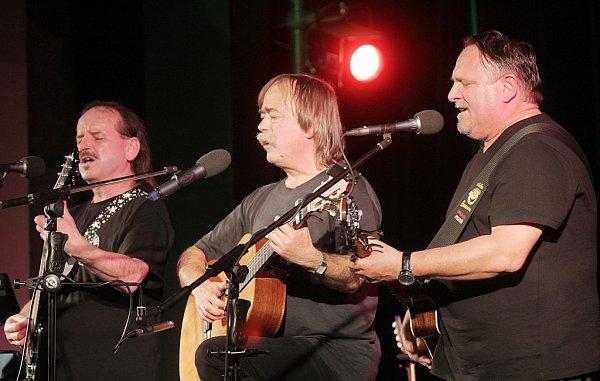 Vlasta Redl, Slávek Janoušek a Jaroslav Samson Lenk (zleva) odehráli 27.dubna 2014vDK Metropol poslední koncert svého posledního turné.