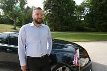 Osobní řidič britské velvyslankyně Robert Mach je rodilý Budějčák.