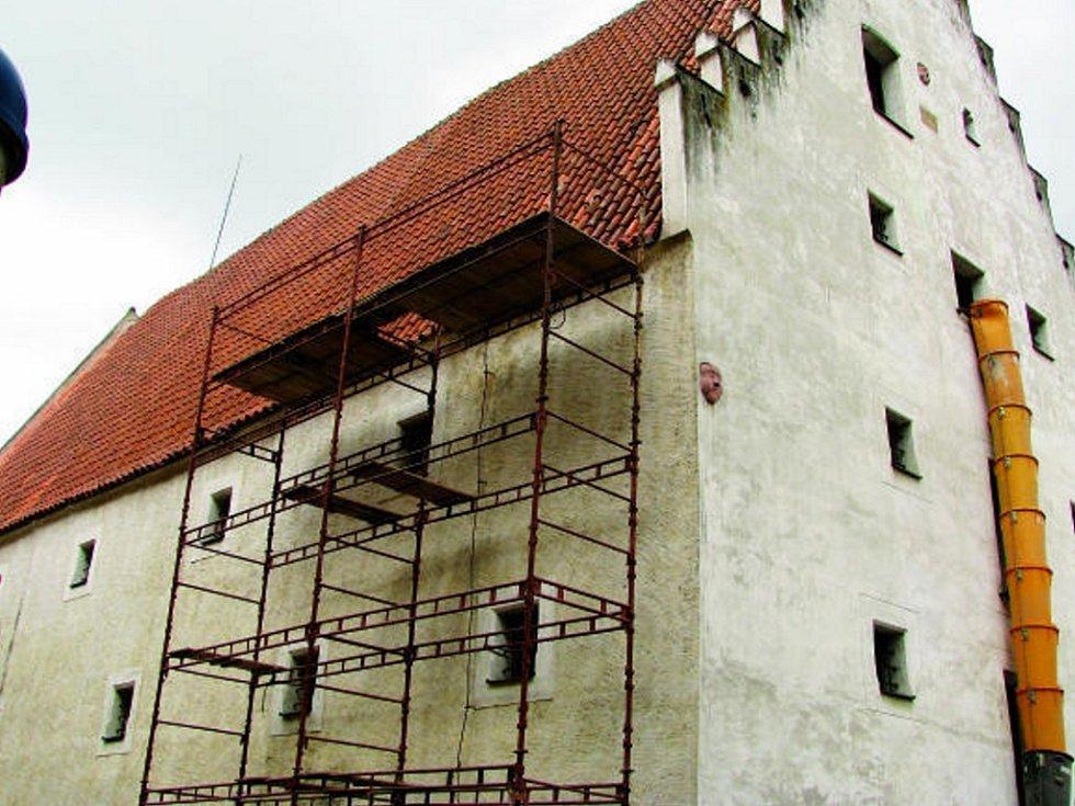Památka na Piaristickém náměstí prošla ozdravnou kúrou.