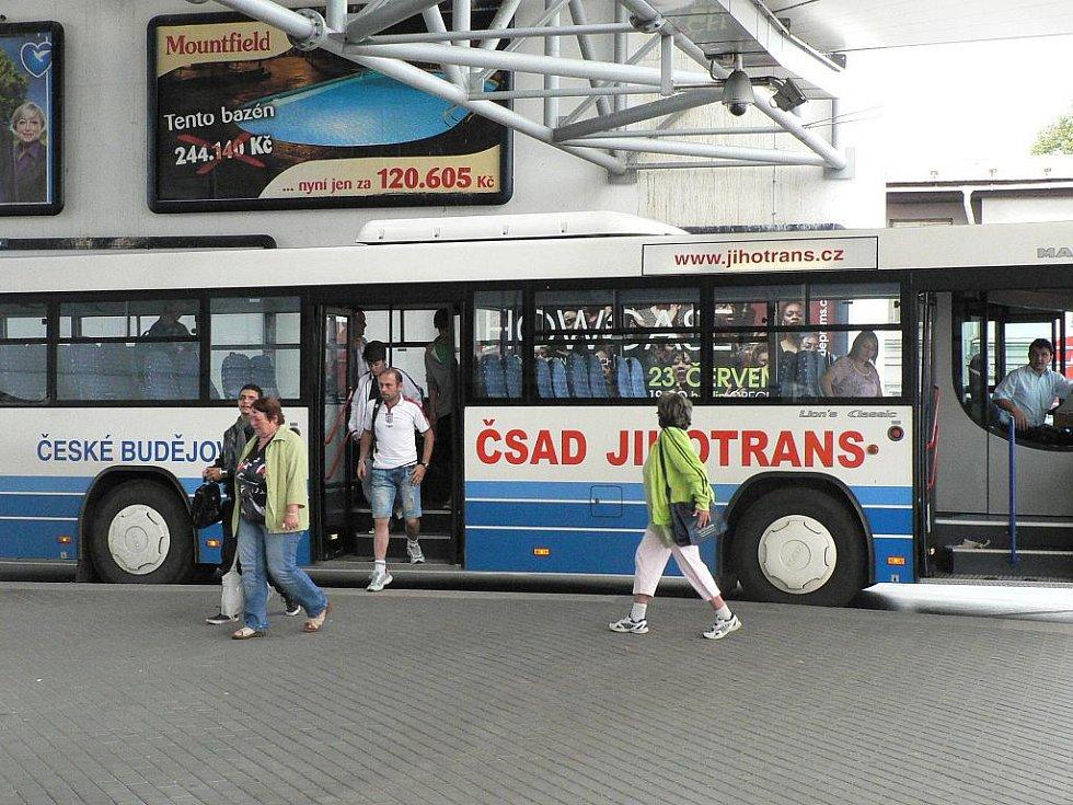 Stávka na Budějovicku. Cestující přibyli jen v některých autobusových spojích.