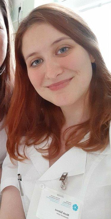 Studentka 2. ročníku prezenčního studia oboru Všeobecná sestra Nicole Šubrová byla z krajské nemocnice převelena do Tábora.