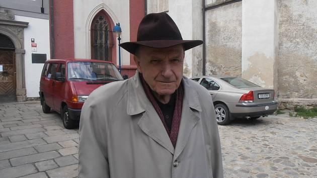 Kanovník Václav Kulhánek.