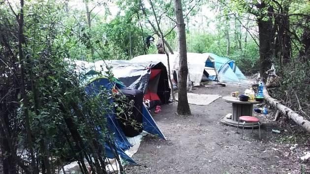 Likvidovali další romské stany.