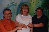 Zleva Roman Holzbauer, Anna Mittermayrová a nálezkyně Christine Schaffrathová.