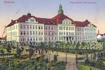 Přesně před sto lety, 5. března 1914, se do nové nemocnice na Lineckém předměstí začali stěhovat první pacienti. Dnes již nárokům medicíny nevyhovuje a zeje prázdnotou.
